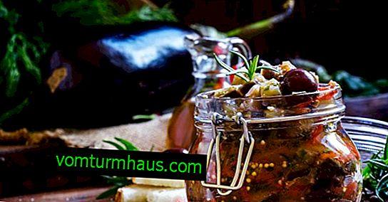 Wie man gesalzene Auberginen für den Winter schmeckt
