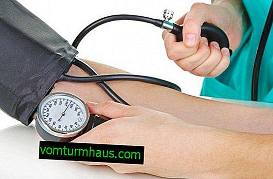 Effekten av rosehip på blodtrycket: användning för hypotension och hypertoni, recept
