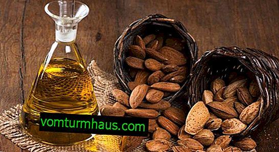 Как да приложите бадемово масло за лице у дома